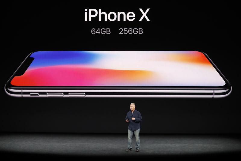 © Reuters. El retraso para la salida del iPhone X puede afectar a Apple en un trimestre clave