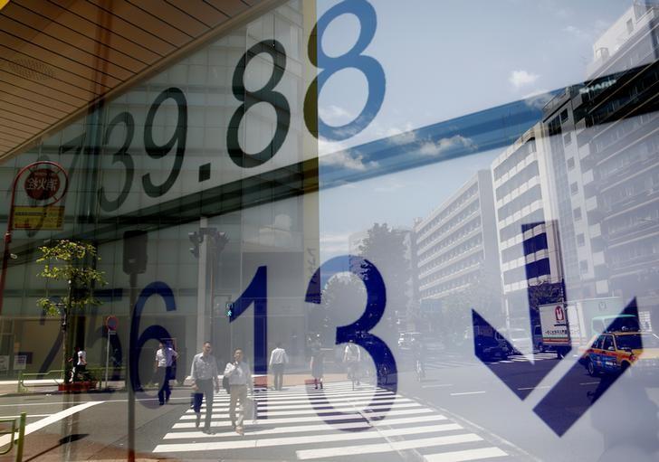 © Reuters. المؤشر نيكي ينخفض 0.03% في بداية التعامل بطوكيو