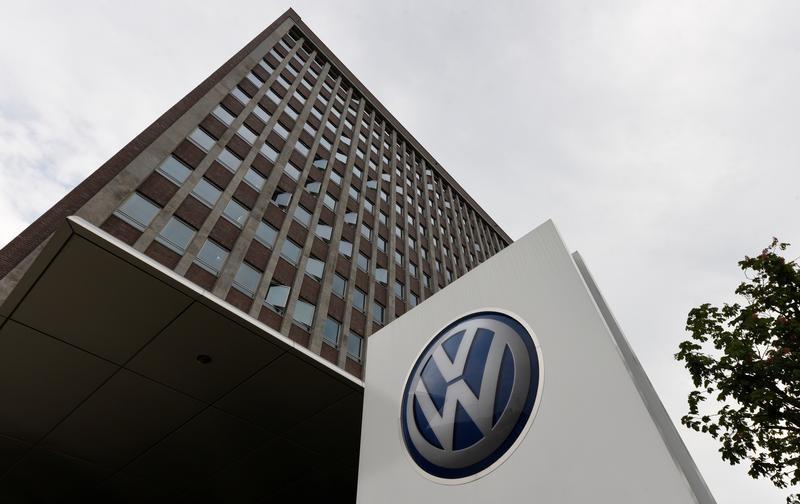 © Reuters. فولكسفاجن ومشروعان بالصين سيستدعون 4.86 مليون سيارة لمشكلة في الوسائد الهوائية