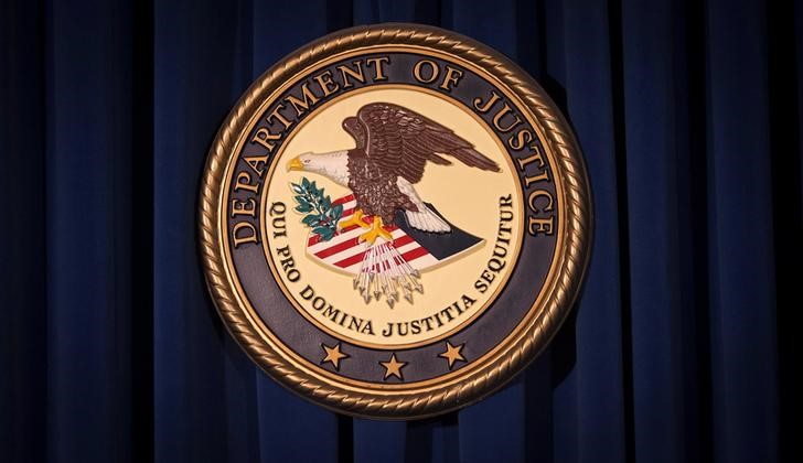 © Reuters. FILE PHOTO: The DOJ logo is pictured on a wall after a news conference in New York