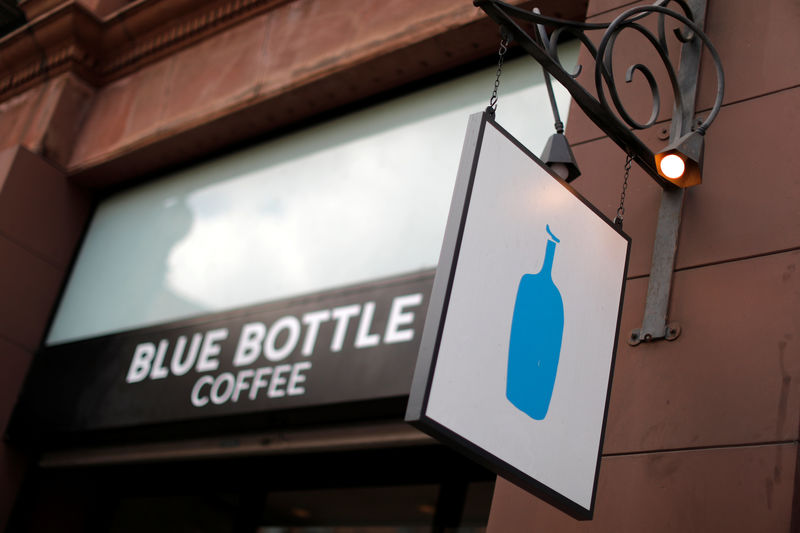 © Reuters. FILE PHOTO - A Blue Bottle coffee shop is seen in Los Angeles