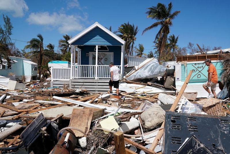 © Reuters. Residents walk though a debris field of former houses following Hurricane Irma in Islamorada