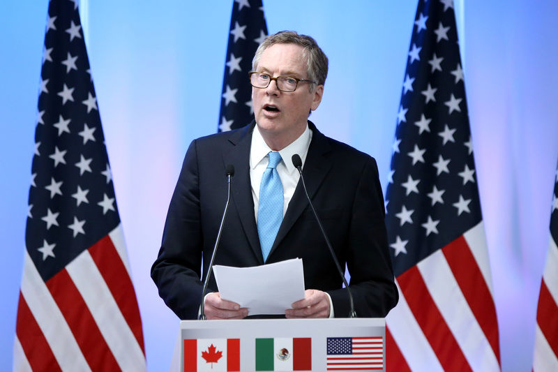 © Reuters. U.S. Trade Representative Robert Lighthizer addresses the media to close the second round of NAFTA talks involving the United States, Mexico and Canada at Secretary of Economy headquarters in Mexico City