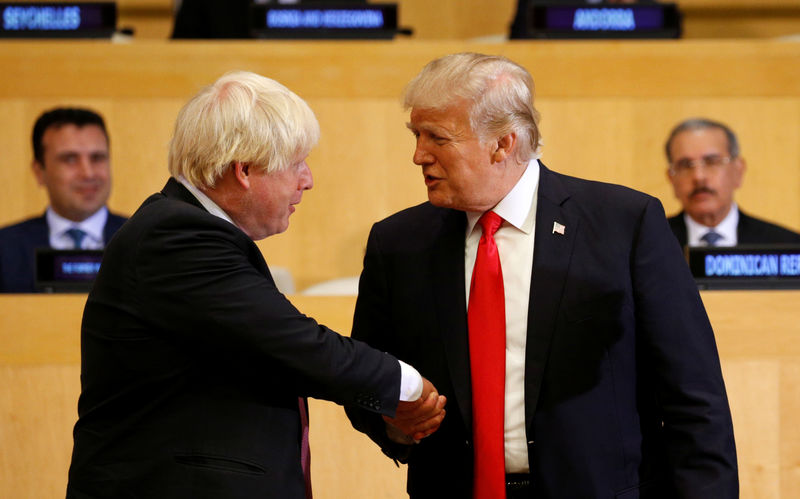 © Reuters. U.S. President Donald Trump shakes hands with British Foreign Secretary Boris Johnson as they take part in a session on reforming the United Nations at U.N. Headquarters in New York