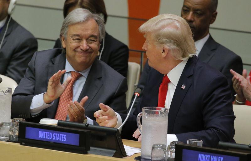 © Reuters. U.N. Secretary General Guterres applauds after U.S. President Trump spoke at U.N. Headquarters in New York