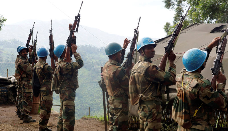 © Reuters. FILE PHOTO: Indian soldiers serving in the MONUSCO hold up their weapons at their base after patrolling the villages in Masisi
