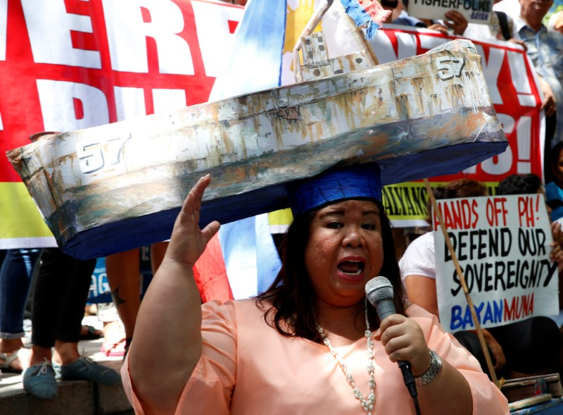 © Reuters. Activist and actress Paner speaks outside the Chinese Consulate during a protest over the South China Sea disputes by different activist groups in Makati City