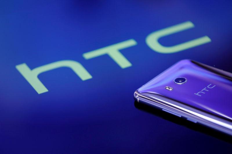 © Reuters. FILE PHOTO: A HTC