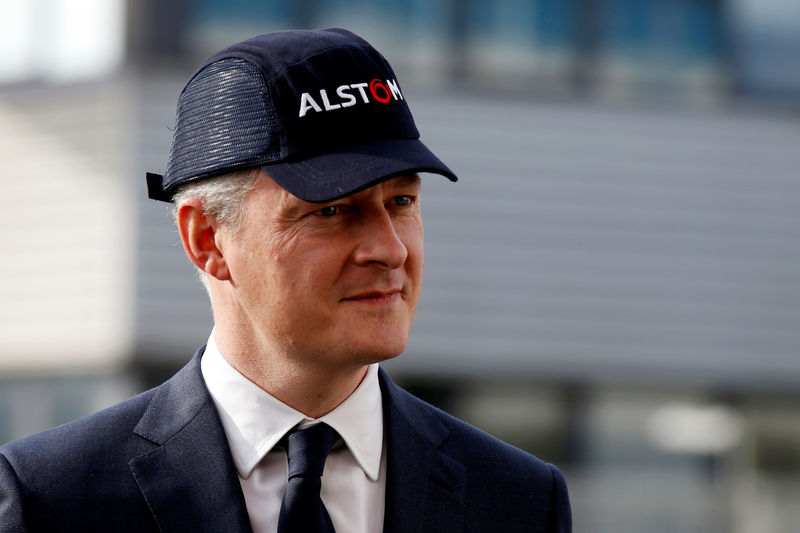 © Reuters. French Finance Minister Bruno Le Maire visits the Alstom plant in Petite-Foret near Valenciennes