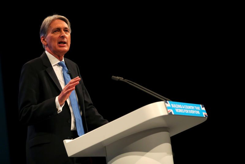 © Reuters. Britain's Chancellor of the Exchequer Philip Hammond speaks at the Conservative Party's conference in Manchester