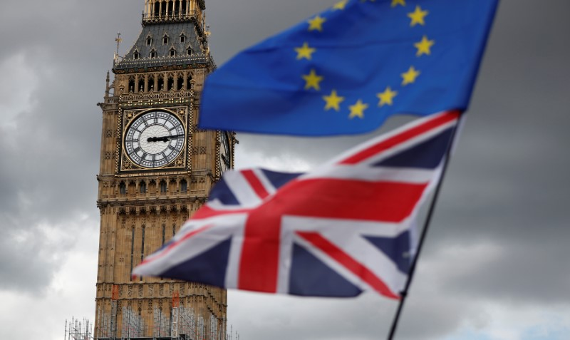 © Reuters. The Union Flag and a European Union flag fly near the Elizabeth Tower, housing the Big Ben bell, during the anti-Brexit 'People's March for Europe', in Parliament Square in central London