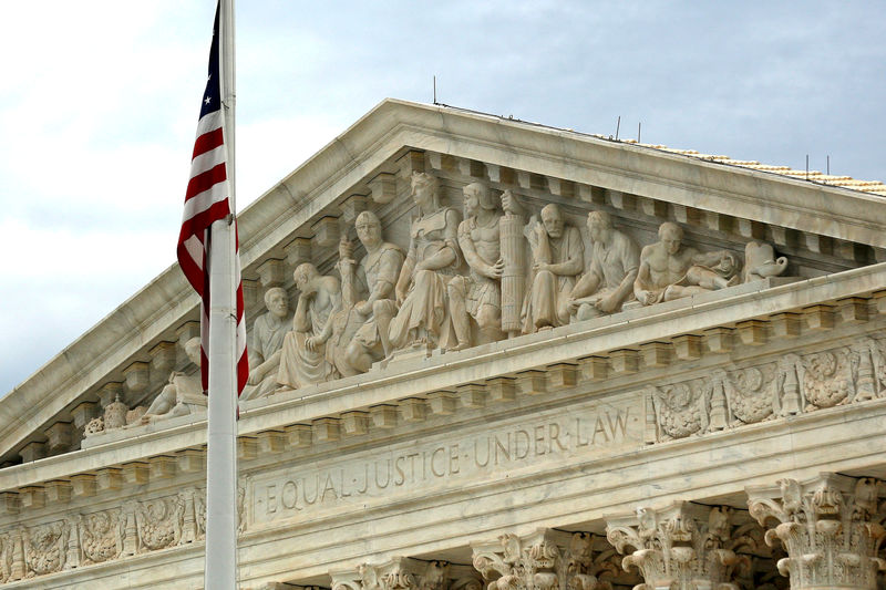 © Reuters. FILE PHOTO: A view of the U.S. Supreme Court building in Washington