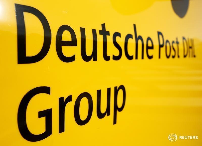 Zeitung Post Erhöht Briefporto Für Geschäftskunden Von Reuters