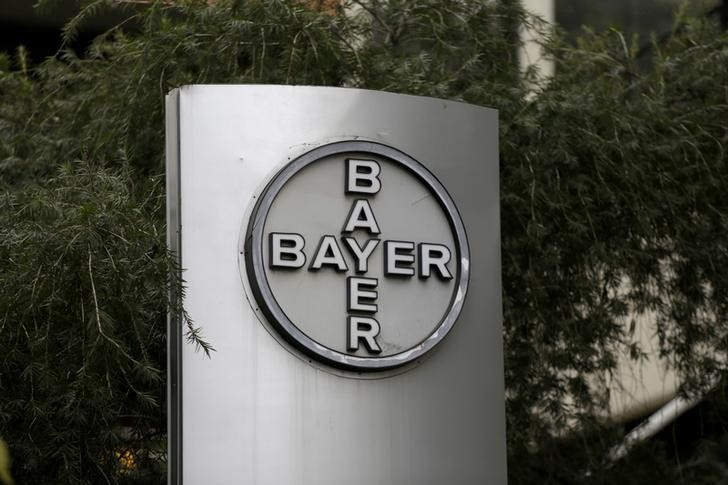 © Reuters. FILE PHOTO: The corporate logo of Bayer is seen at the headquarters building in Caracas