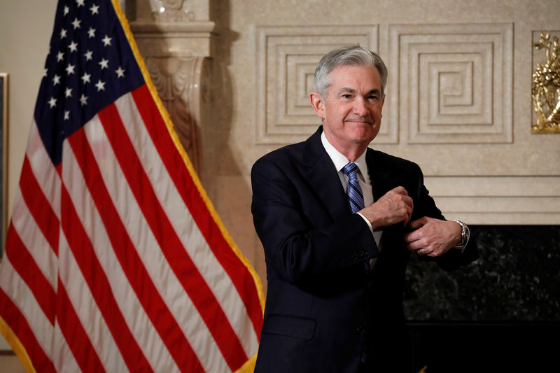 © Reuters. Federal Reserve Chairman Jerome Powell arrives to take the oath of office at the Federal Reserve in Washington