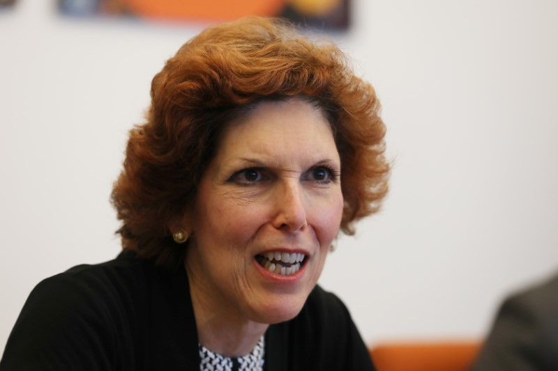 © Reuters. Loretta Mester, president of the Federal Reserve Bank of Cleveland, speaks during an interview in Manhattan, New York