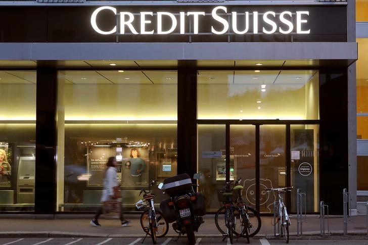 © Reuters. Logo of Swiss bank Credit Suisse is seen in Winterthur