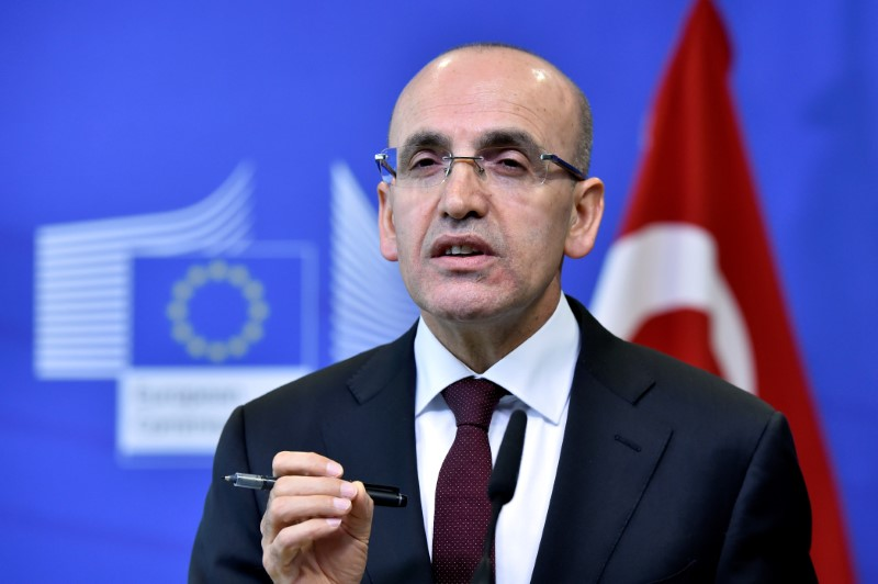 © Reuters. EC Vice-President Katainen holds a joint news conference with Turkish Deputy PM Simsek in Brussels