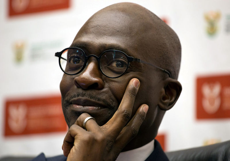 © Reuters. FILE PHOTO: South Africa's Finance Minister Malusi Gigaba addresses a news conference in Pretoria