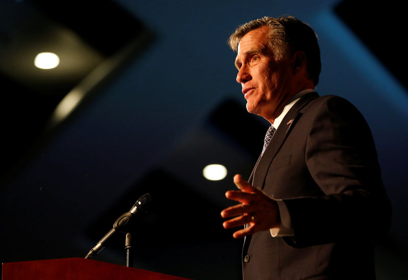 © Reuters. Former U.S. presidential candidate Mitt Romney speaks at the Utah County Republican Party Lincoln Day Dinner