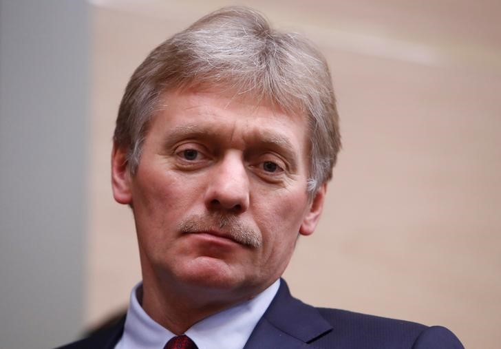 © Reuters. Kremlin spokesman Dmitry Peskov arrives for the meeting with officials of Rostec high-technology state corporation at the Novo-Ogaryovo state residence outside Moscow