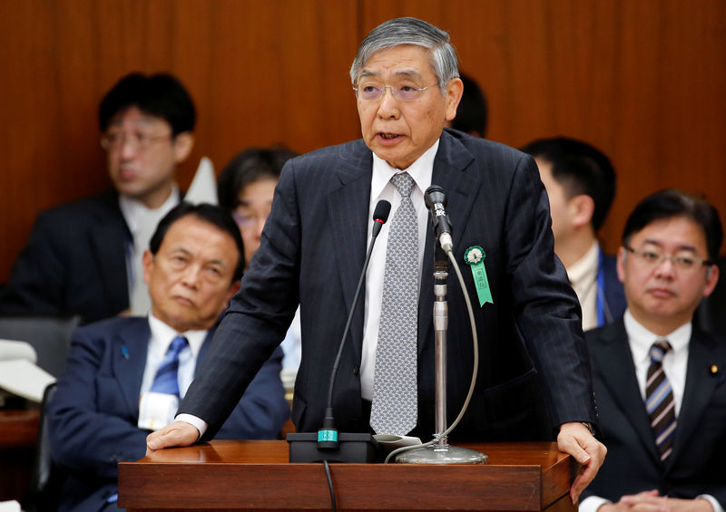 © Reuters. BOJ Governor Kuroda speaks next to Japan's DPM and Finance Minister Aso during a financial and monetary committee session at the Lower House of the parliament in Tokyo