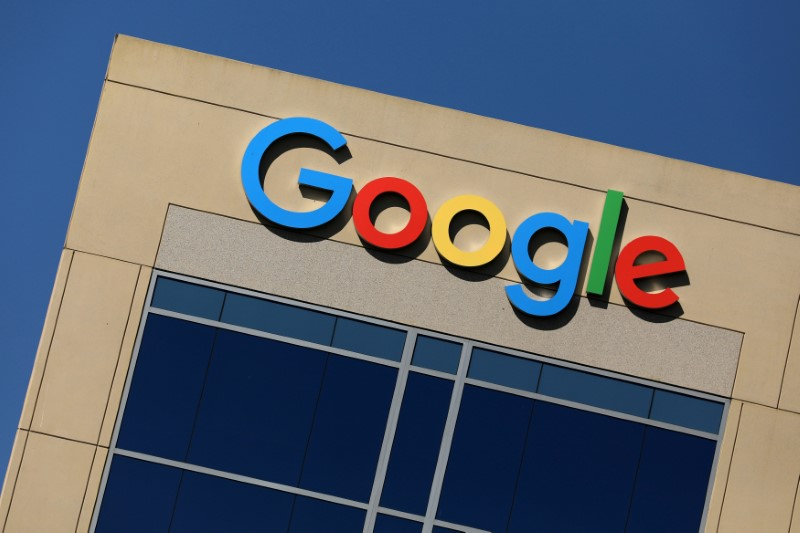 © Reuters. FILE PHOTO: Google logo on office building in Irvine, California