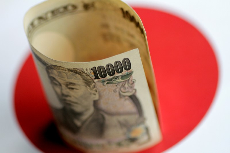 © Reuters. FILE PHOTO: Illustration photo of a Japan Yen note