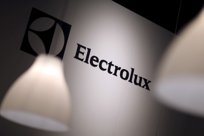 © Reuters. The Electrolux logo is seen during the IFA Electronics show in Berlin