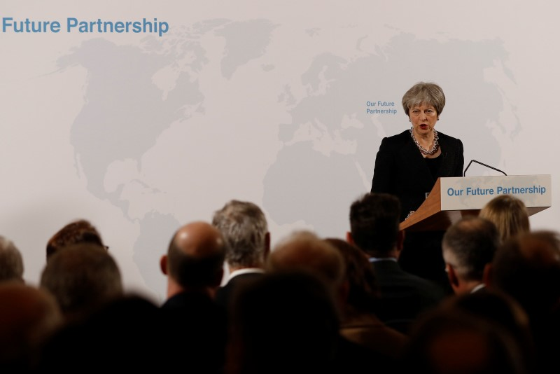 © Reuters. Britain's Prime Minister Theresa May makes a speech about her vision for Brexit at Mansion House in London