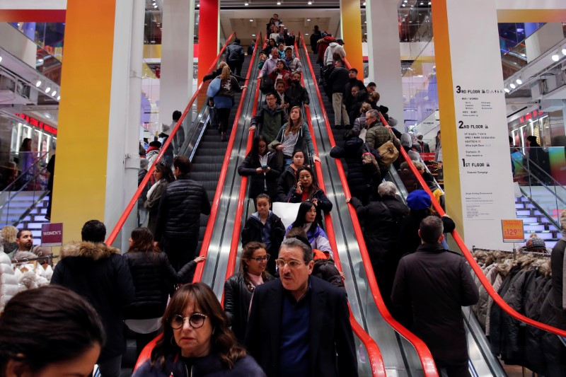 © Reuters. Shoppers ride escalators during Black Friday sales at the Uniqlo Fifth Avenue store in Manhattan, New York, U.S.