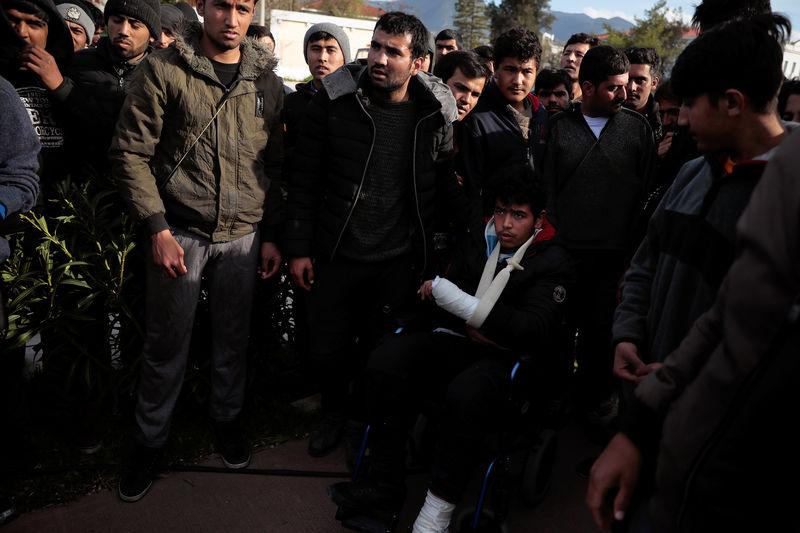 © Reuters. The Wider Image: A perilous escape