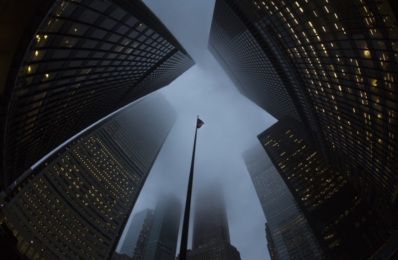 © Reuters. Buildings are seen in the financial district in Toronto