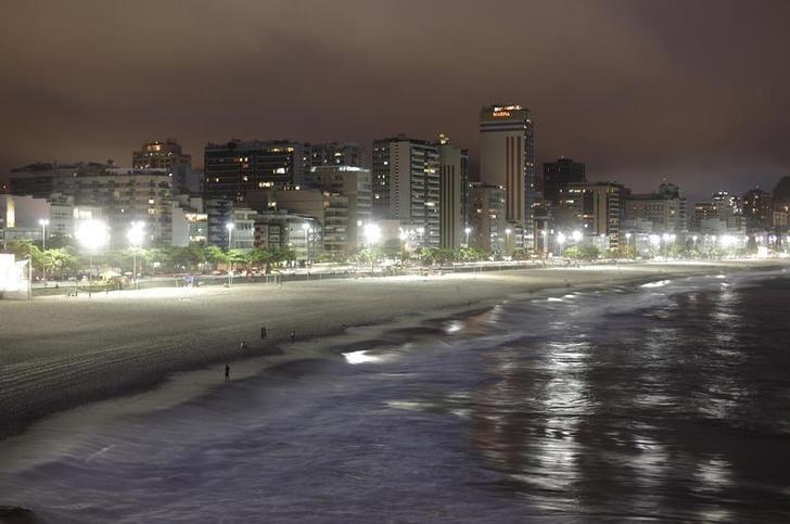 © Reuters. Edifícios em frente à Praia do Leblon no Rio de Janeiro