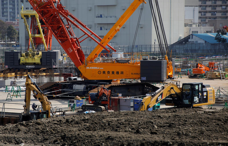 © Reuters. Heavy machines are seen at a construction site in Tokyo