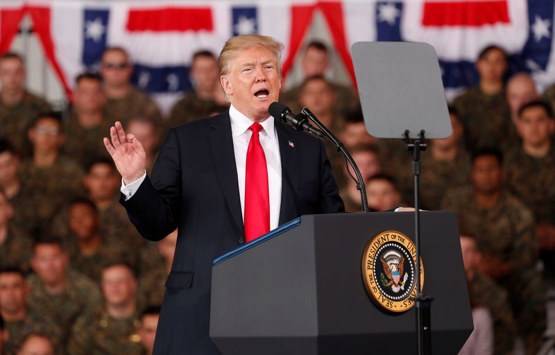 © Reuters. U.S. President Donald Trump speaks at Marine Corps Air Station Miramar in San Diego