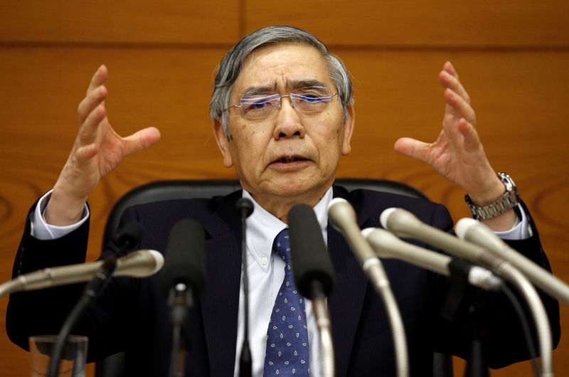 © Reuters. BOJ Governor Kuroda attends a news conference at the BOJ headquarters in Tokyo