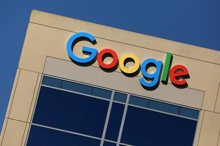 © Reuters. Google logo on office building in Irvine, California