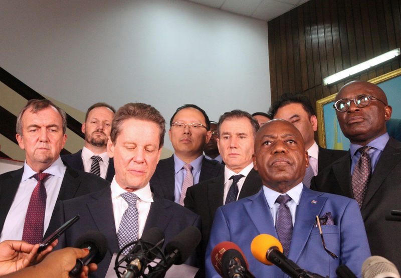 © Reuters. FILE PHOTO: Congo's Mines Minister Martin Kabwelulu flanked by mining executives operating in Congo addresses a news conference after a meeting President Joseph Kabila in Kinshasa
