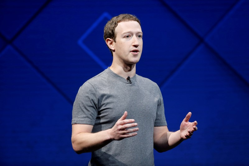 © Reuters. FILE PHOTO: Facebook Founder and CEO Zuckerberg speaks in San Jose