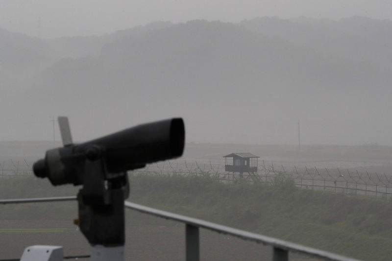 © Reuters. A guard post is seen near the demilitarized zone separating the two Koreas, in Paju