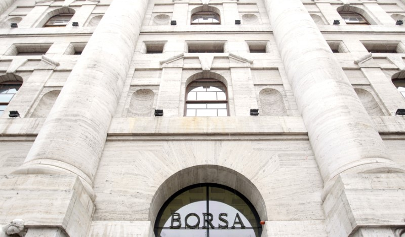 © Reuters. La sede di Borsa Italiana a Milano
