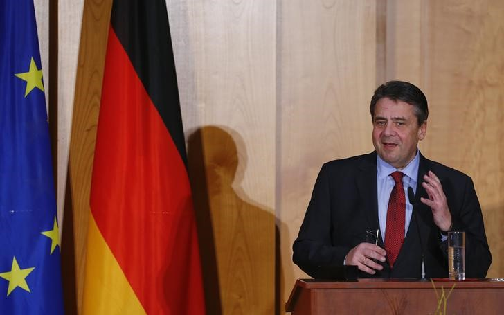 © Reuters. Former German Foreign Minister Gabriel speaks during a handover ceremony for the new Foreign Minister Maas in Berlin