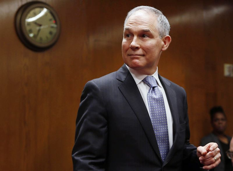 © Reuters. EPA Administrator Pruitt testifies before a Senate Appropriations  Subcommittee hearing on the proposed budget for the Environmental Protection Agency on Capitol Hill in Washington