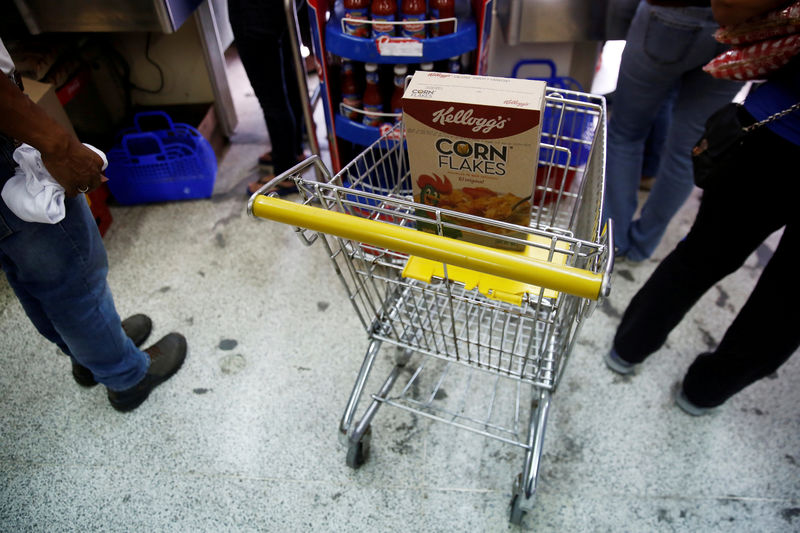 © Reuters. A box of corn flakes made by Kellogg is seen on a shopping cart inside a local shop in Caracas