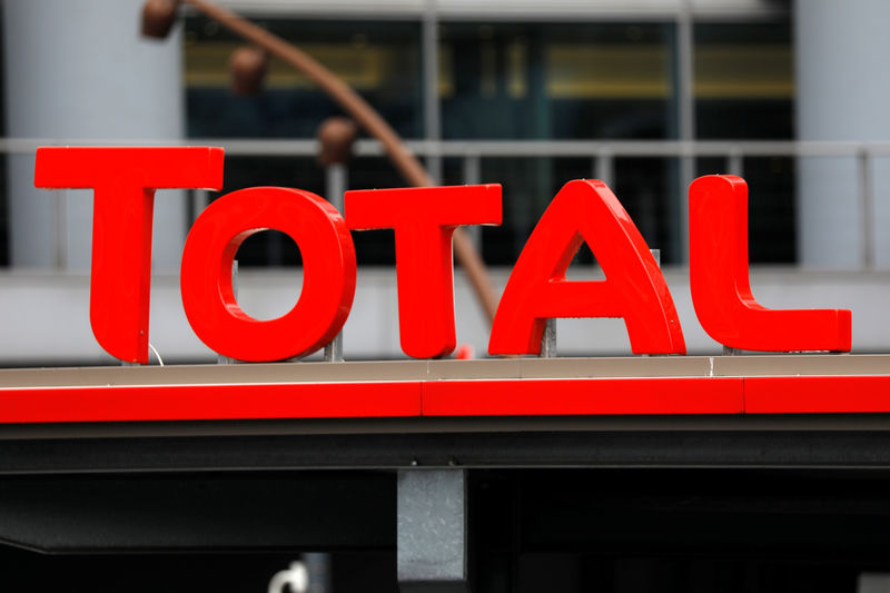 © Reuters. The logo of French oil giant Total is seen at a gas station in La Defense business and financial district in Courbevoie