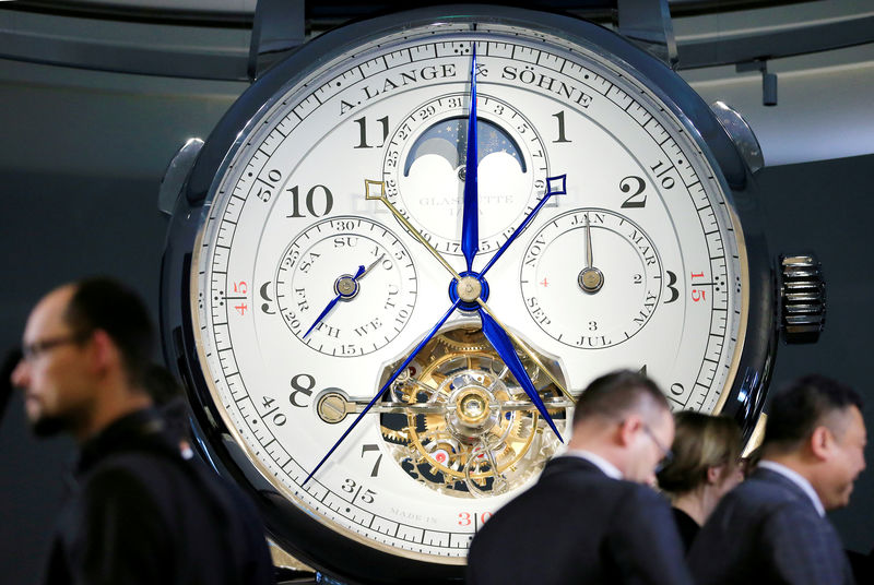 © Reuters. FILE PHOTO: Visitors view the A. Lange & Soehne stand during the opening day of the SIHH fair in Geneva