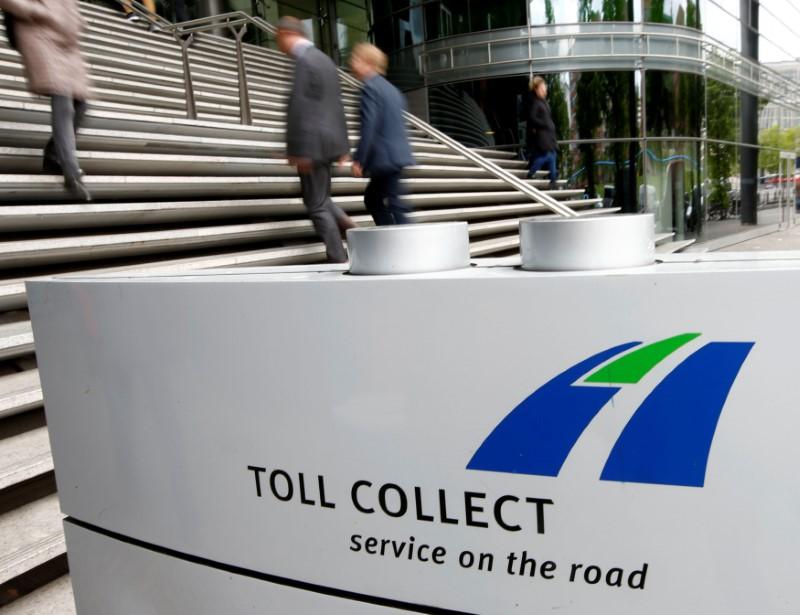 © Reuters. LE CONSORTIUM TOLL COLLECT VA VERSER 3,2 MILLIARDS D'EUROS À L'ALLEMAGNE