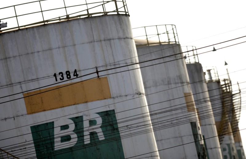 © Reuters. Tanks of Brazil's state-run Petrobras oil company are seen in Brasilia