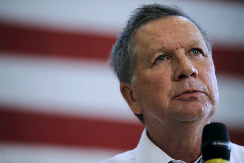 © Reuters. FILE PHOTO: Kasich speaks during a town hall meeting in Rockville Maryland